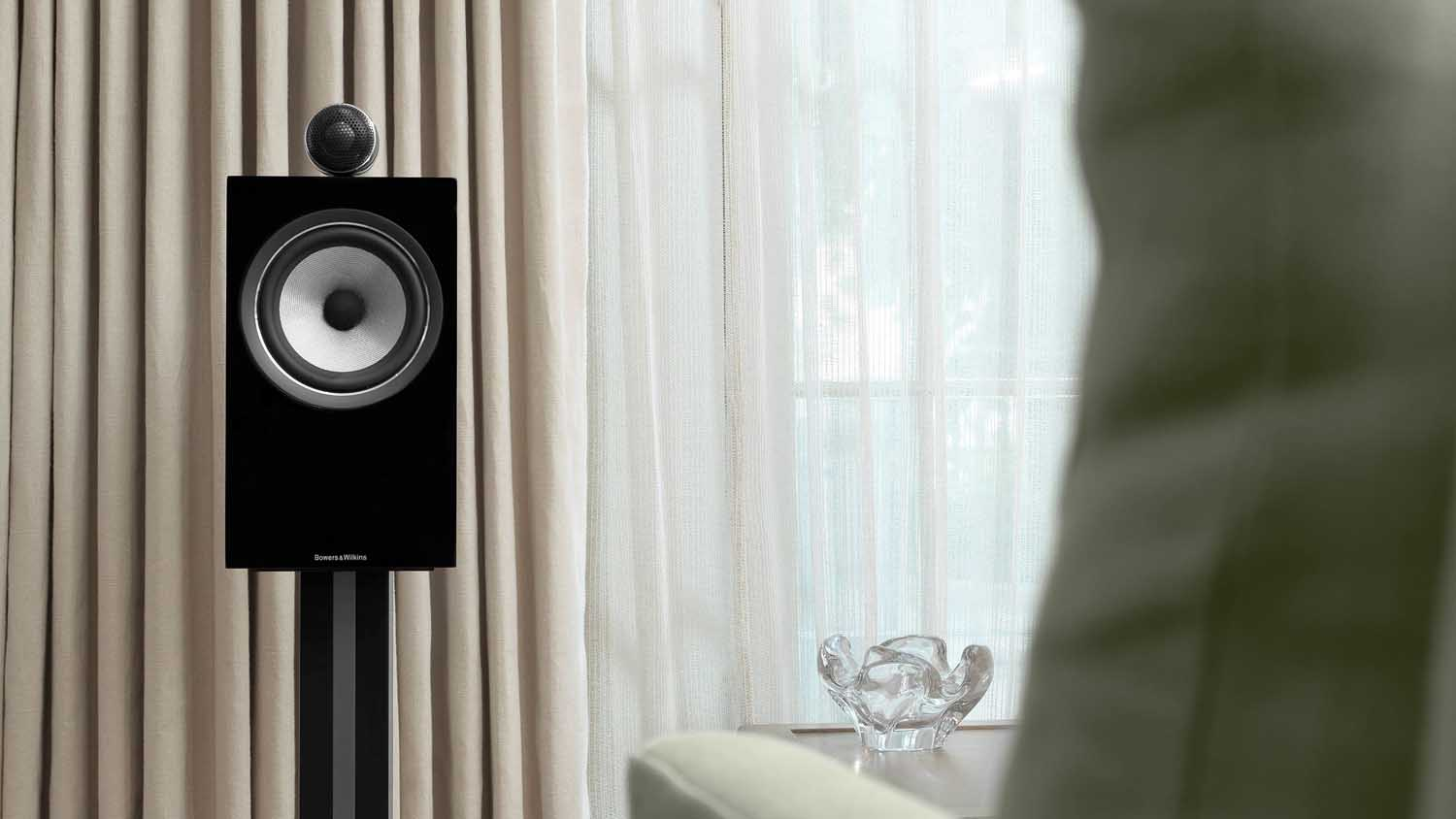 https://lamarque.fillion.ca/wp-content/uploads/2019/04/4-1-d-705-s2-700-series-2-speakers-black-on-stand-1.jpg