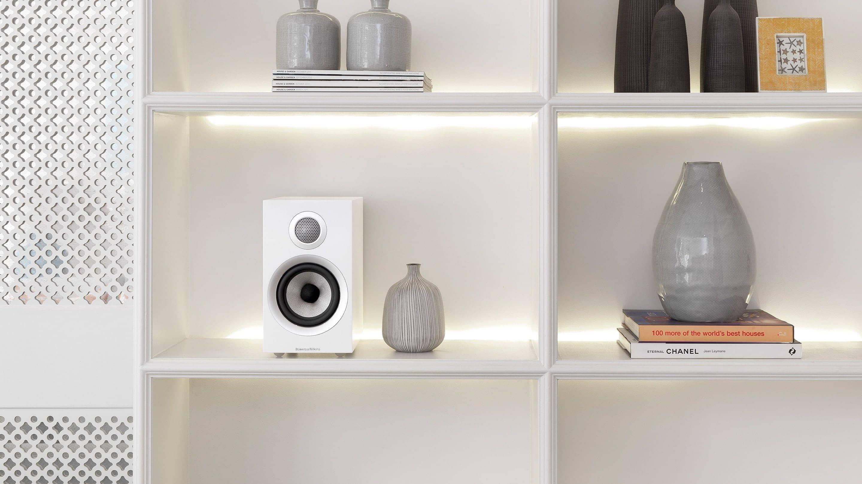https://lamarque.fillion.ca/wp-content/uploads/2019/04/4-2-d-707-s2-700-series-2-speaker-white-on-bookshelf.jpg