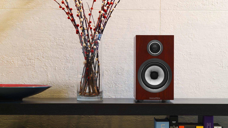 https://lamarque.fillion.ca/wp-content/uploads/2019/04/4-4-d-707-s2-700-series-2-speaker-rosenut-on-table.jpg